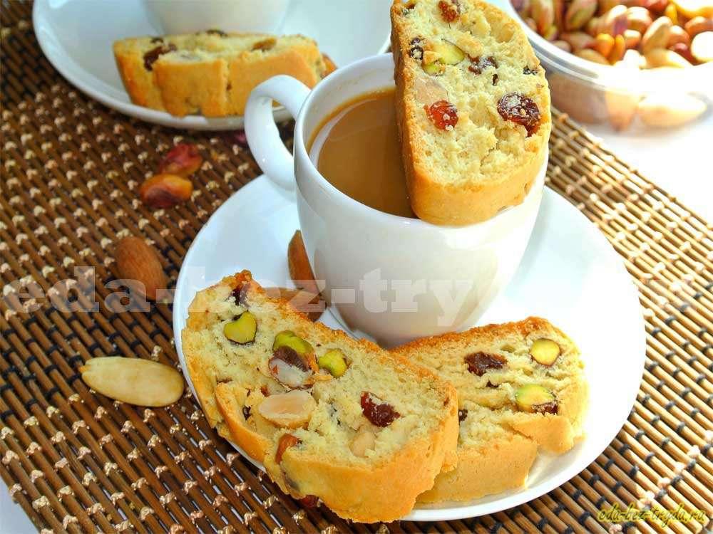 Ванильные бискотти с миндалем, фисташками и изюмом рецепт с фото