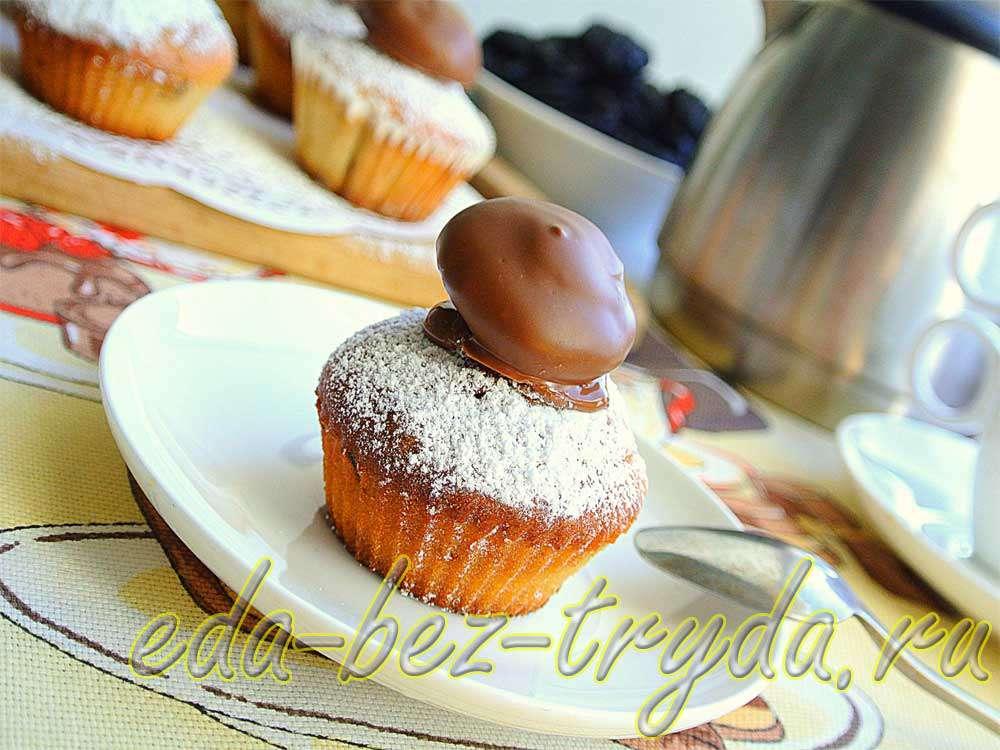 Йогуртовые капкейки с черносливом и орехами рецепт с фото