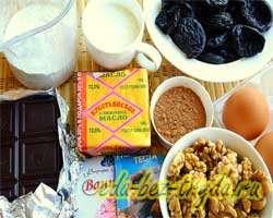 как приготовить Шоколадный торт «Брауниз» с черносливом и грецкими орехами