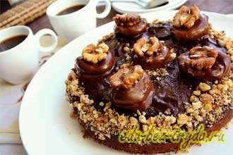 Шоколадный торт «Брауниз» с черносливом и грецкими орехами