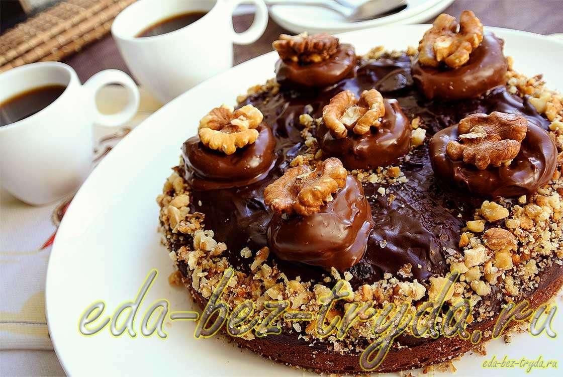 Шоколадный торт «Брауниз» с черносливом и грецкими орехами рецепт с фото