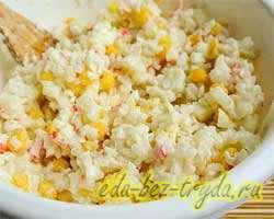 Салат с крабовыми палочками и рисом 7 шаг