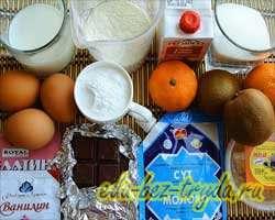 как приготовить Новогодний бисквитный торт со сливочным суфле и фруктами