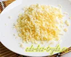 Салат из плавленных сырков 2 шаг