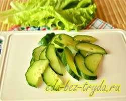 Салат с огурцами крабовыми палочками и яблоком 1 шаг