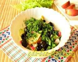 Салат с огурцами крабовыми палочками и яблоком 7 шаг