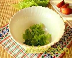 Салат с огурцами крабовыми палочками и яблоком 4 шаг