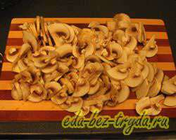 Макароны с курицей и грибами 5 шаг