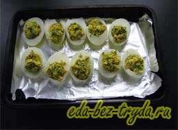 Фаршированные яйца с сыром 9 шаг