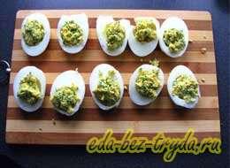Фаршированные яйца с сыром 8 шаг