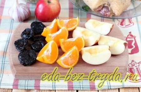 Утка с яблоками в духовке 3 шаг