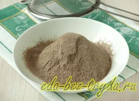Шоколадный бисквитный торт рецепт с фото 1 шаг
