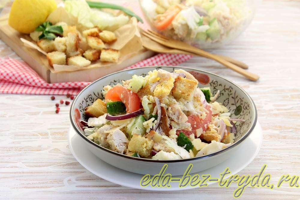 Салат с курицей и сухариками рецепт с фото