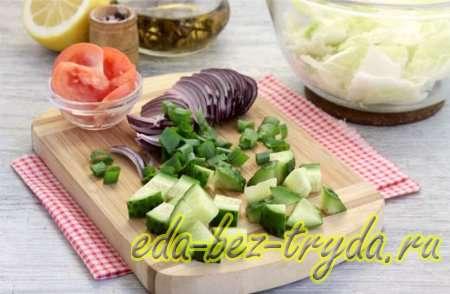Салат с курицей и сухариками 4 шаг