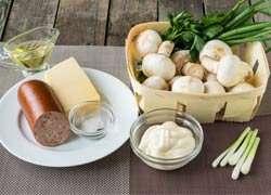как приготовить Фаршированные шампиньоны колбасой и сыром