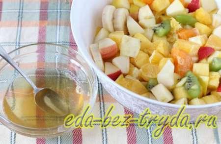 Фруктовый салат с мороженым 6 шаг