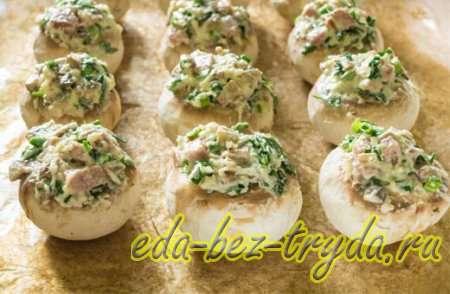 Фаршированные шампиньоны колбасой и сыром 7 шаг