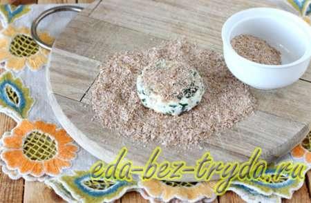 Сформировать из смеси сырники и обвалять их в панировке 5 шаг