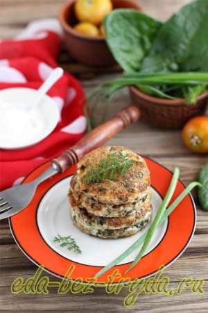 Соленые сырники со шпинатом и зеленью готовы