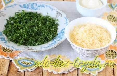 Измельчить свежую зелень и натрем сыр 3 шаг