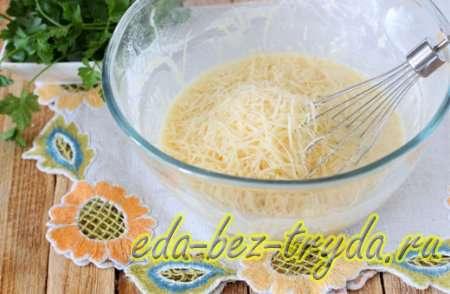Добавим в смесь натертый сыр 9 шаг