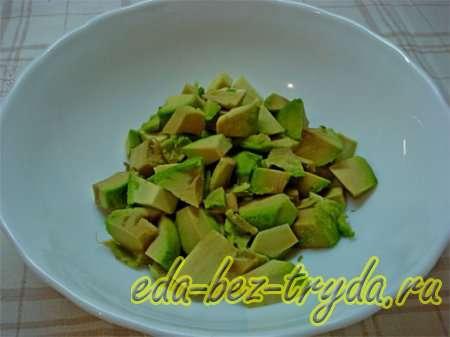 Большие куски мякоти авокадо разрезать 6 шаг