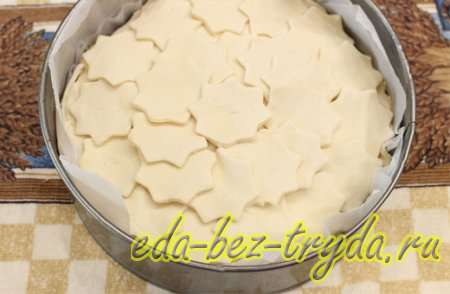 Повторить слои «пласт слоеного теста – фарш с помидорами – йогурт – баклажаны – сыр». 10 шаг