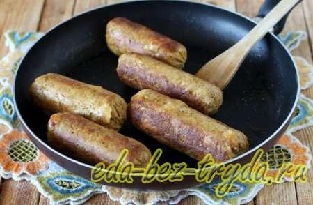Теперь можно поджарить куриные колбаски с сыром 9 шаг