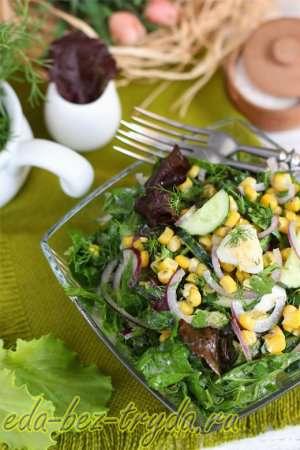 Салат с кукурузой и огурцом готов
