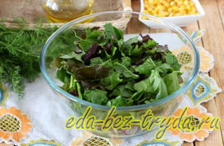 Рвем зелен в салат 3 шаг