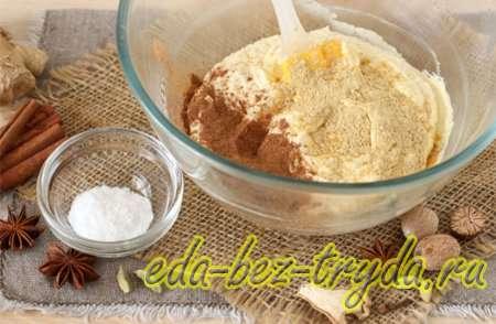 Добавляем имбирь, корицу, мускатный орех и соду