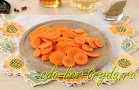 Морковь нарезать кольцами
