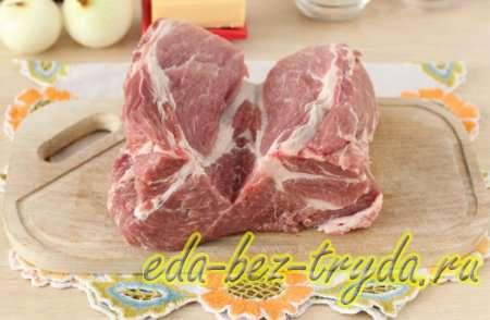 Делаем продольный глубокий надрез ровно посредине мяса
